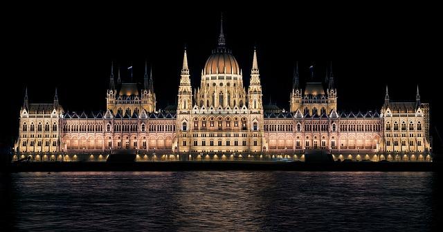 hungarian-parliament-335130_640